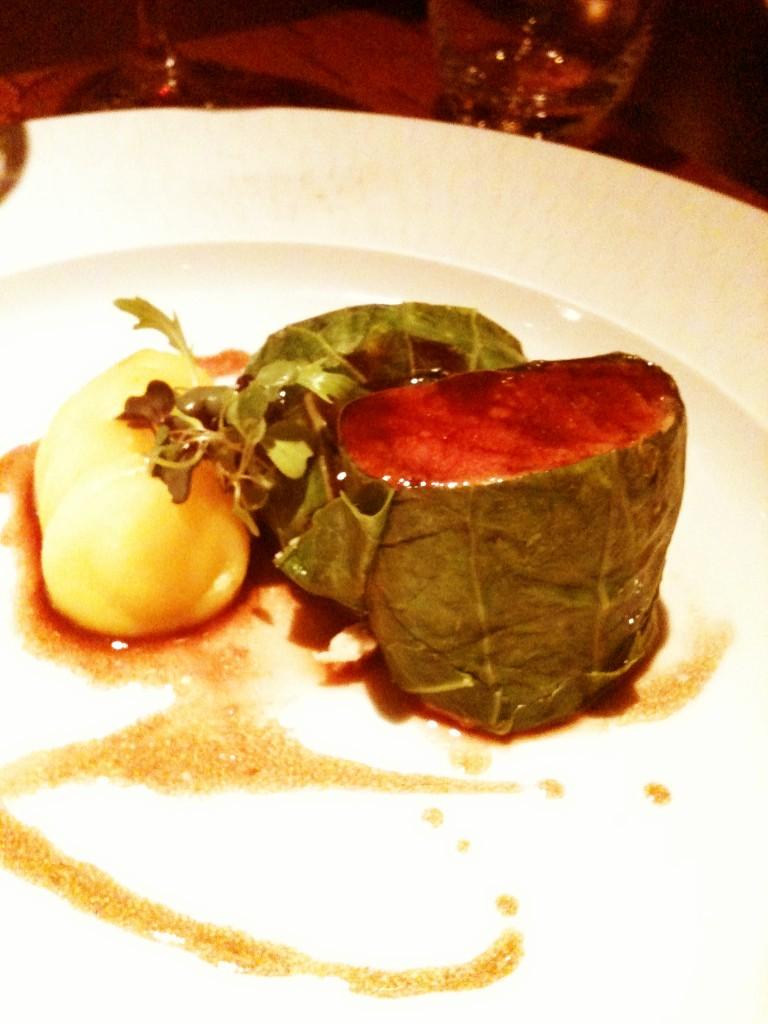 Cordeiro manta de couve e Molho de Pinot Noir  768x1024 - Canvas Bar & Restaurante - Hilton Morumbi