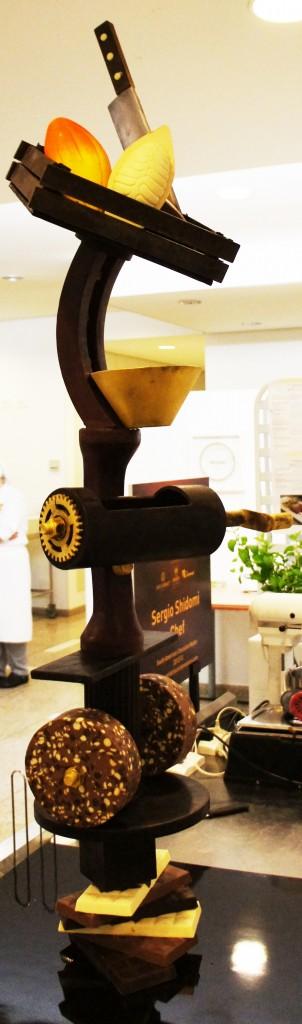 Escultura de chocolate Sergio Shidomi1 302x1024 - World Chocolate Masters Barry Callebaut
