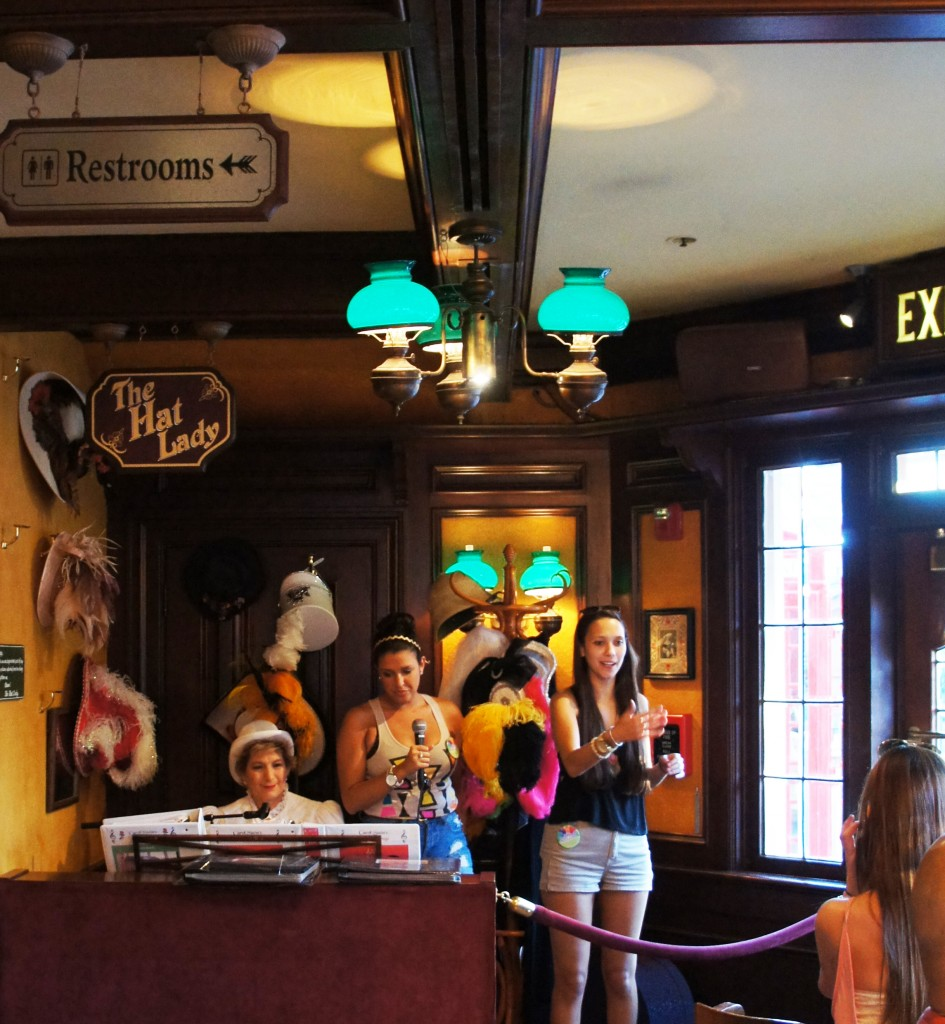 Rose Crown Pub Epcot Musica 945x1024 - Rose & Crown - Pub inglês no Epcot