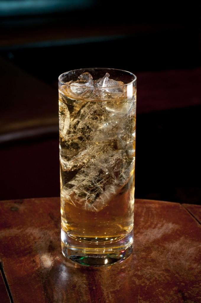 Whisky JOHNNIE WALKER BLACK LABEL com água com gás Whisky Festival pq cred Rodrigo Erib 680x1024 - Drinks com Whisky