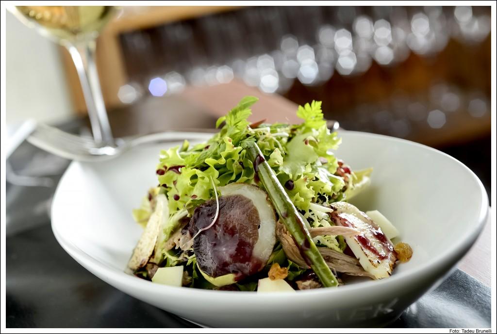 Avek salada Sul da França 1 1024x689 - Avek: restaurante, bar e loja de vinhos