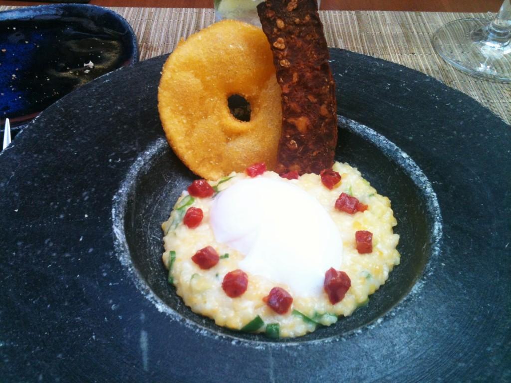 Inspiração asturiana ovo caipira choriço e torto de maiz 1024x768 - Clos de Tapas por Ligia Karazawa
