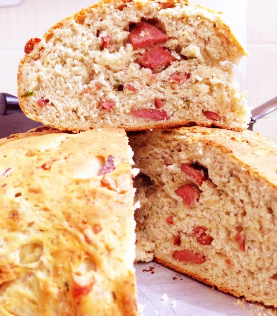 pao caseiro com calabresa1 898x1024 - Receita de pão caseiro com calabresa