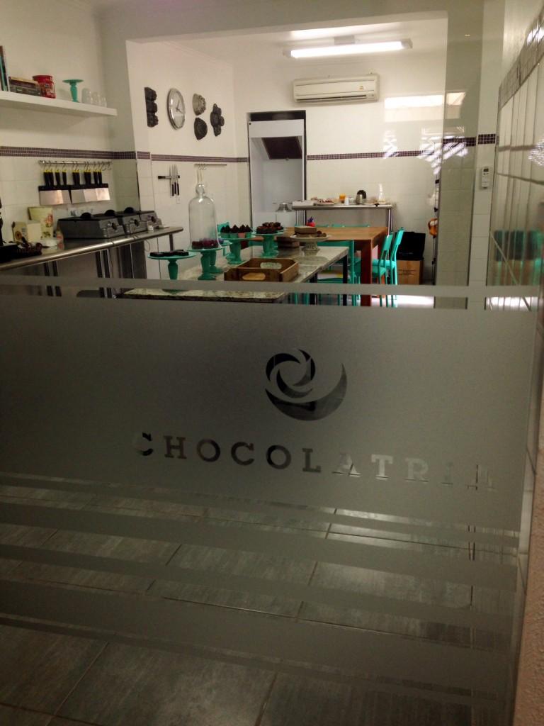 Chocolatria foto 2 768x1024 - Chocolatria Escola e Loja de Chocolates