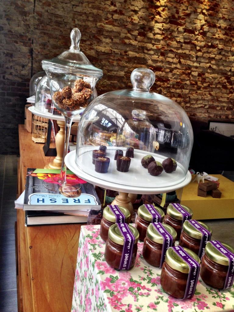 Vitrine 768x1024 - Chocolatria Escola e Loja de Chocolates