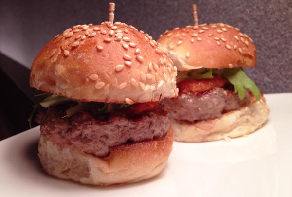 Bar Numero Mini Beef burger foto Cuecas na Cozinha home1 - Bar Numero