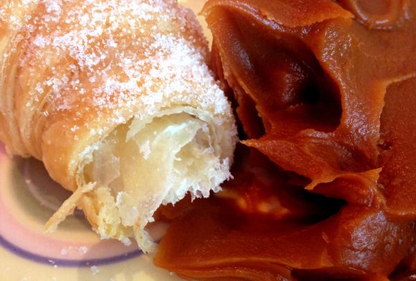 Medialuna e Dulce de Leche foto Cuecas na Cozinha - Dicas do que comer em Montevidéu