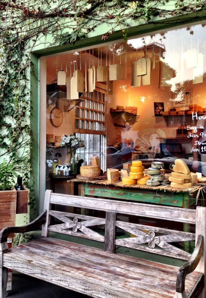 A Queijaria foto Cuecas na Cozinha 711x1024 - A Queijaria