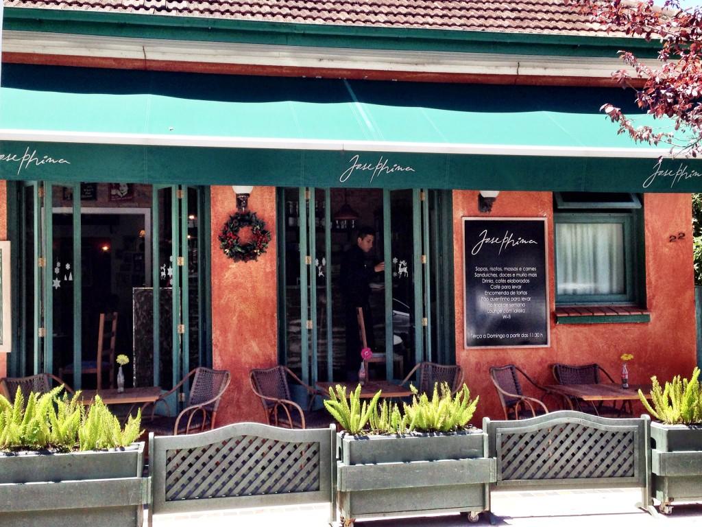 Josephina Restaurante foto Cuecas na Cozinha 1024x768 - Onde Comer em Gramado