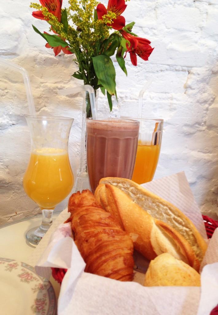Cafe des Fleurs foto Cuecas na Cozinha 710x1024 - Café des Fleurs