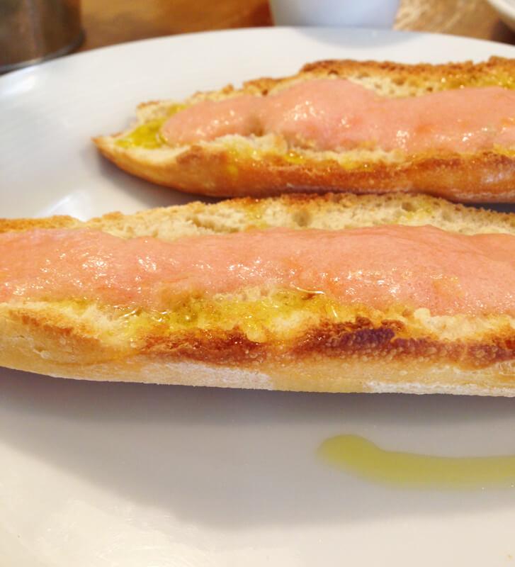 Pao com tomate e azeite Madri foto Cuecas na Cozinha - Onde Comer em Madri
