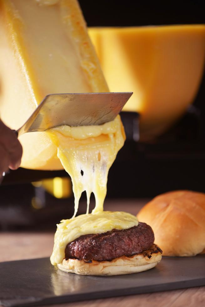 Hamburguer com queijo _de Raclete_Stunt Burger_Crédito  Maristela Acquaviva