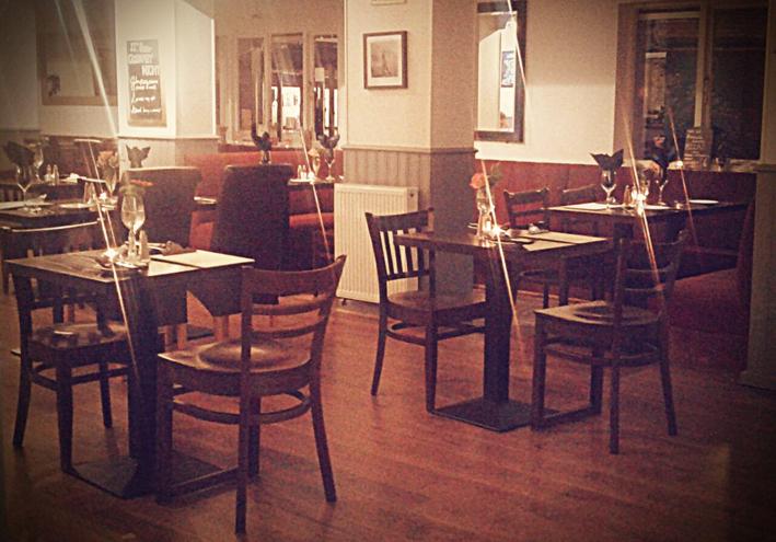 um-chef-de-cozinha-em-londres-_the-hampton-pub_-mesas-para-gourmet-night